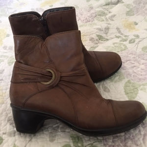 Clarks Brown Leather Ankle Boots Sz 7.5B - Nice!